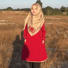 No matter the situation, never let your emotions overpower your intelligence ♥️. The power of the red colour blouse is from Dress Outfits, Fashion Outfits, Dresses, Red Color, Colour, Beautiful Hijab, Let It Be, Blouse, Beauty