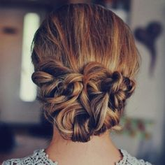 Chignon bas torsadé / twisted low updo