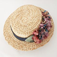 Calle París: CANOTIERS Fancy Hats, Cool Hats, Fascinator Hats, Fascinators, Hat Decoration, Wedding Guest Style, Sun Hats For Women, Diy Hat, Love Hat