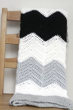 Large stripe chevron blanket pattern // crochet pattern.