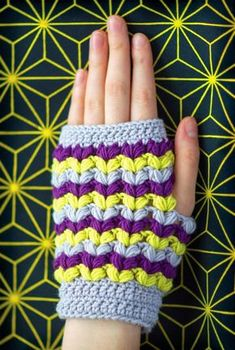 The Puff Stitch is family of the Bobble Stitch and the popcorn Stitch. Here are some beautiful Puff Stitch Patterns you can use to create awesome items. Crochet Mitts, Crochet Wrist Warmers, Crochet Gloves Pattern, Knitted Gloves, Fingerless Gloves, Crochet Patterns, Stitch Patterns, Hand Warmers, Love Crochet