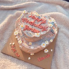 Kabhi B Cake Images – Cake Decororations Pretty Birthday Cakes, Pretty Cakes, Beautiful Cakes, Amazing Cakes, Heart Birthday Cake, Diy Birthday, Happy Birthday, Bolo Tumblr, Kreative Desserts