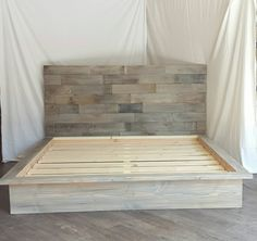 Steph grey driftwood finished platform bed with horizontal staggered patched recycled reclaimed wood headboard - So richtig nett ist's nur. Solid Wood Bed Frame, Diy Bed Frame, Bed Frames, Furniture Projects, Diy Furniture, Bedroom Furniture, Wood Projects, Reclaimed Wood Headboard, Driftwood Headboard