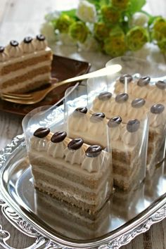 Japanese Bakery, Japanese Pastries, Coffee Dessert, Dessert Drinks, Pastry Recipes, Cake Recipes, Bread Recipes, Delicious Desserts, Yummy Food