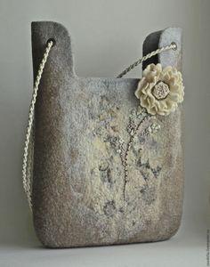 Купить или заказать Сумка валяная 'Белые ночи' в интернет-магазине на Ярмарке Мастеров. Сумка из шерсти, серо-коричнево-голубого цвета с цветочным узором мягкого размытого силуэта. Нежный цветок на тонком стебельке вносит романтичную нотку. На подкладке, с карманами по обе стороны, один- внутренний, застегивается на молнию. Сумка закрывается на магнитный замочек или на молнию.