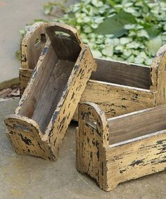 Your Heart's Delight Distressed Tan Wooden Box Planter - Set of Three Barn Wood Crafts, Pallet Crafts, Wooden Crafts, Wooden Tool Boxes, Wood Boxes, Wooden Planter Boxes Diy, Decorative Wooden Boxes, Decoration Palette, Rustic Planters