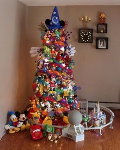 Diy christmas tree 443323157064842461 - You Haven't Experienced Holiday Magic Until You've Seen This Disney-Themed Christmas Tree Source by mayghanbongle Mickey Mouse Christmas Tree, Disney Christmas Decorations, Christmas Trees For Kids, Christmas Tree Themes, Magical Christmas, Christmas Holidays, White Christmas, Reindeer Christmas, Christmas Cookies