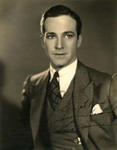 "David Manners - played Harker in the original 1931 ""Dracula""."