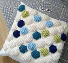 Popcorn Hexagonal Patterned Blanket, Cushion and Cover Sample Making. With all the Knitted Hexagonal Colors, Color Popcorn Patterns and Pr. Baby Knitting Patterns, Crochet Pillow Patterns Free, Crochet Puntada Bobble, Bobble Stitch Crochet, Knit Crochet, Diy Craft Projects, Crochet Projects, Hexagon Crochet Pattern, Popcorn