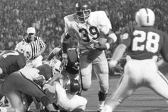 09/12/1970 - Sam Cunningham's 1st game for USC vs Alabama Crimson Tide. USC plays the Crimson Tide on Sat & History will remember the time the two teams played, & more was at stake than just a football game.  Bear Bryant's All-White Alabama squad hosted USC, a showdown of two of the best & yet two of the most different teams of the decade. USC featured a black quarterback, fullback & tailback along with other African-American players, and was the first fully integrated team to play in…