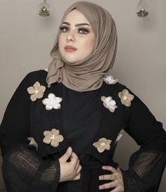 Girl in Hijab Modest Fashion Hijab, Street Hijab Fashion, Abaya Fashion, Beautiful Hijab Girl, Beautiful Muslim Women, Arab Girls Hijab, Muslim Girls, Hijabi Girl, Girl Hijab