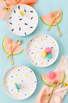 Sometimes simpler is just better, and these DIY confetti pattern placemats are about as easy as it gets and the perfect rainy afternoon project..