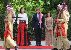 ♔♛Queen Rania of Jordan♔♛.King Abdullah, Queen Rania, Crown Prince Hussein and Princess Salma attended a ceremony to celebrate the country's Independence Day in Amman Prince Héritier, Prince And Princess, Princess Estelle, Princess Margaret, Queen Rania, Queen Letizia, Amman, Royal Video, Jordan Royal Family