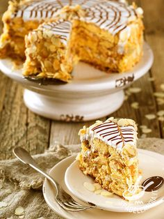 La Torta Esterhazy nocciole e rum, famoso dessert di origine ungherese, a base di golosi strati di crema, è una torta... principesca!
