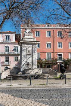 Chafariz Praça da Armada  Fotografia Ana Luísa Alvim Mansions, House Styles, Home Decor, Lisbon, Fotografia, Mansion Houses, Room Decor, Villas, Luxury Houses