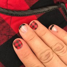 Enter fall with some *major* flannel vibes thanks to this festive nail art idea. Thanksgiving Nail Designs, Thanksgiving Nails, Hair And Nails, My Nails, American Nails, Vacation Nails, Fall Nail Art, Fall Nails, Fall Nail Designs