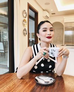 My secret to jumpstarting a productive day. Heart Evangelista Style, Cafe Gold, Stylish Blouse Design, Classy Outfits, Work Outfits, Casual Outfits, Fashion Outfits, Fashion Trends, Elegant Outfit