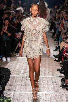 Isabel Marant Spring 2020 Ready-to-Wear Fashion Show - Vogue 2020 Fashion Trends, Fashion 2020, Daily Fashion, Love Fashion, Runway Fashion, Summer Fashion Outfits, Boho Outfits, Spring Fashion, Isabel Marant