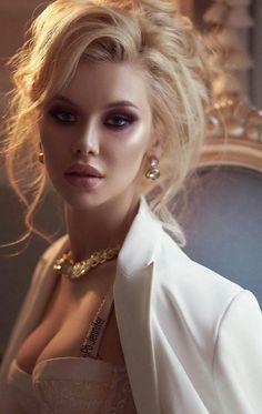 Beautiful Girl Makeup, Beautiful Girl Image, Gorgeous Women, Most Beautiful Faces, Beautiful Eyes, John David, Le Jolie, Cute Girl Face, Brunette Beauty