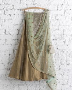 ~ Living a Beautiful Life ~ Meadow and gold night. Indian Bridal Wear, Indian Wear, Ethnic Outfits, Indian Outfits, Desi Clothes, Indian Clothes, Indian Lehenga, Lehenga Designs, Indian Couture