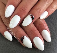 Afbeelding via We Heart It https://weheartit.com/entry/170587518 #elegant #white #naildesigns #whitenails #nailsart #pointynails