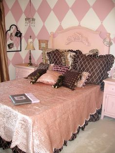 Design Dazzle: Shabby Chic Girls Room: Parisian Pink and Chocolate!