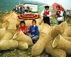 Shaping - Bai women with bamboo fish traps -, via Flickr.
