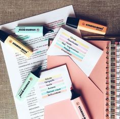 Image discovered by ❀Gene❀. Find images and videos about school, study and notes on We Heart It - the app to get lost in what you love. Stabilo Boss, Bullet Journal Notes, Study Organization, Pretty Notes, School Notes, School Stuff, Study Hard, Study Inspiration, Studyblr