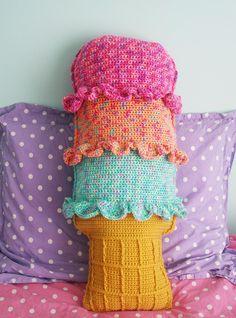 Rainbow Sherbet Throw Pillow: free #crochet #pillow #pattern