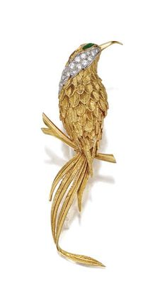 18 KARAT GOLD, DIAMOND AND EMERALD BIRD BROOCH, VAN CLEEF & ARPELS, PARIS, CIRCA 1960.