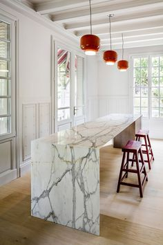 marble table + red l