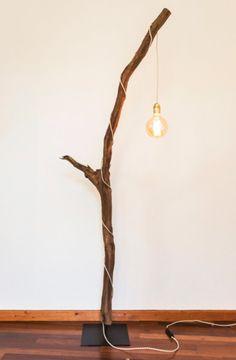Houten staande lamp met kooldraad gloeilamp