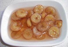 Muz Reçeli  -  Dilek Erol #yemekmutfak.com Muz reçelini kahvaltıda yiyebilir, pasta süslemelerinde kullanabilirsiniz. Görünümüyle ve lezzetiyle çok özel bir reçeldir. Banana Jam, Banana Pudding, Jam Recipes, Dessert Recipes, Fruit Roll Ups, Tasty, Yummy Food, Food Decoration, Cake Decorations
