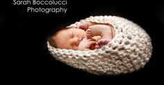 Tots and Bottoms: Simple Baby Cocoon - Photo Prop Free Pattern Crochet Baby Cocoon Pattern, Newborn Crochet Patterns, Baby Patterns, Knitting Patterns, Crochet Photo Props, Crochet Baby Props, Crochet Bebe, Free Crochet, Simple Crochet