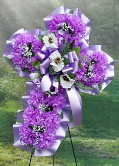 Good Pics Funeral Flowers cross Tips No matter whether you will be organizing or joining, memorials are always the somber and often traumatic occas. Grave Flowers, Cemetery Flowers, Funeral Flowers, Lavender Wreath, Pink Wreath, Floral Wreath, Funeral Floral Arrangements, Flower Arrangements, Gerbera