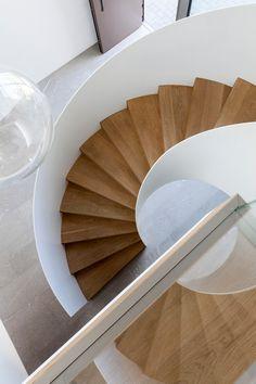 House FMB / Fuchs Wacker Architekten   ArchDaily Modern Staircase, Staircase Design, Stair Design, Interior Decorating Tips, Interior Design, Decorating Bathrooms, Interior Ideas, Decorating Ideas, Casa Kardashian