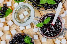 Przepis na dżem z czarnej porzeczki - jak zrobić krok po kroku? Chocolate Fondue, Desserts, Food, Tailgate Desserts, Dessert, Postres, Deserts, Meals