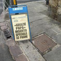 Grazia Graziella e... grazie al Papa? Ieri La Reazione 24 pagine speciali di benvenuto oggi 32 pagine di ringraziamento. #porannoi #giornali #edicola #lanazione