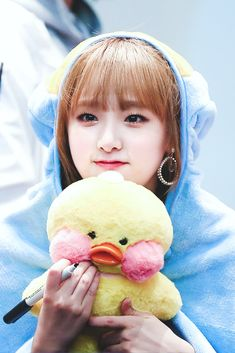 a duck holding a duck plush toy😂😂 i ant😂😂😂😍😍💕💕💕 Kpop Girl Groups, Korean Girl Groups, Kpop Girls, Korean Bangs, Secret Song, Baby Ducks, Japanese Girl Group, Famous Girls, First Baby