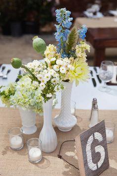 Centros de mesa: SENCILLOS PERO CON MUCHA PRESENCIA!!! Si no quieres centros de mesa muy ostentosos, un tip muy importante que Strana te da es: resáltalos con flores exóticas o poco comunes. Te darás cuenta de lo mucho que la gente se fijará en ellos. 100% cierto!!!