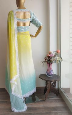 Pastel yellow and aqua shaded saree with Bandhani all-over Combined with lace work net blouse Tassel lace border all-over the saree Fancy Blouse Designs, Saree Blouse Designs, Designer Sarees Wedding, Wedding Sarees, Bridesmaid Saree, Modern Saree, Simple Sarees, Dress Indian Style, Chiffon Saree