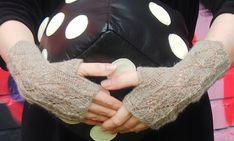 rannekkeet Fingerless Gloves, Arm Warmers, Fashion, Fingerless Mitts, Moda, Cuffs, Fashion Styles, Fingerless Mittens, Fasion