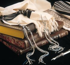 What are the tzitzit in Judaism? What is a tallit? Messianic Judaism, Amazon New, Jewish Men, Love Cover, Prayer Shawl, Royal Blue And Gold, Torah, The Covenant, Chanel Boy Bag