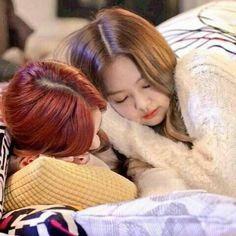 Blackpink Jisoo, Yg Entertainment, South Korean Girls, Korean Girl Groups, Rose Video, Ideal Girl, Kpop Couples, Jennie Kim Blackpink, Blackpink Photos