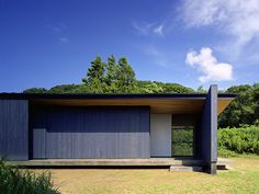 House in Munakata Matsuyama Architect and Associates Minimalist Architecture, Japanese Architecture, Residential Architecture, Architecture Details, Modern Architecture, Interior Exterior, Exterior Design, Garden Lodge, House Design