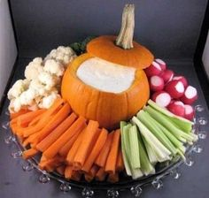 Top Halloween Craft Ideas and More I love the pumpkin relish tray. Such a great idea for a Halloween party or even for Thanksgiving! Check out the post for so many more cute and creative ideas. Plat Halloween, Soirée Halloween, Halloween Food For Party, Halloween Costumes, Halloween Pumpkins, Halloween Appetizers For Adults, Halloween Potluck Ideas, Halloween Housewarming Party, Easy Halloween Treats