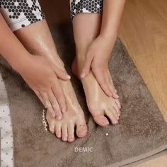 Skin Care Discover Feet Whitening Pedicure How to do Feet Whitening Pedicure at Home Clear Skin Face, Face Skin Care, Diy Skin Care, Foot Pedicure, Pedicure At Home, Diy Pedicure, Pedicure Designs, Homemade Pedicure, How To Do Pedicure