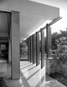 The Tremaine House located in Montecito, California and designed by Richard Neutra in Chinese Architecture, Modern Architecture House, Futuristic Architecture, Facade Architecture, Modern Houses, Architecture Quotes, Landscape Architecture, Richard Neutra, Landscape Design Plans