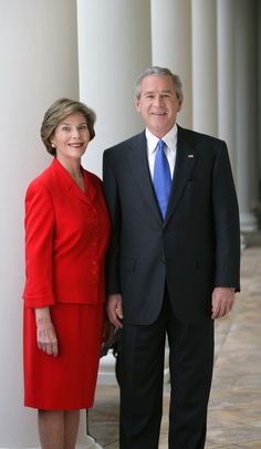 President George W. Bush and Mrs. Laura Bush pose for their official portrait, October on the Colonnade of the White House. Past Presidents, Greatest Presidents, American Presidents, American Soldiers, George Walker, American Pride, American History, British History, Native American