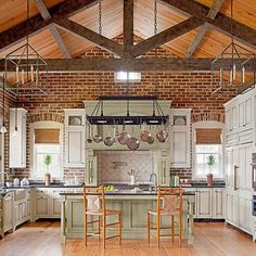 Age a New Space Blur the boundaries between bygone eras and modern living by mimicking old details. A new multihued brick wall replicates antique brick, lending authentic charm to this carriage like kitchen. Arched windows and heart pine flooring add architectural character.